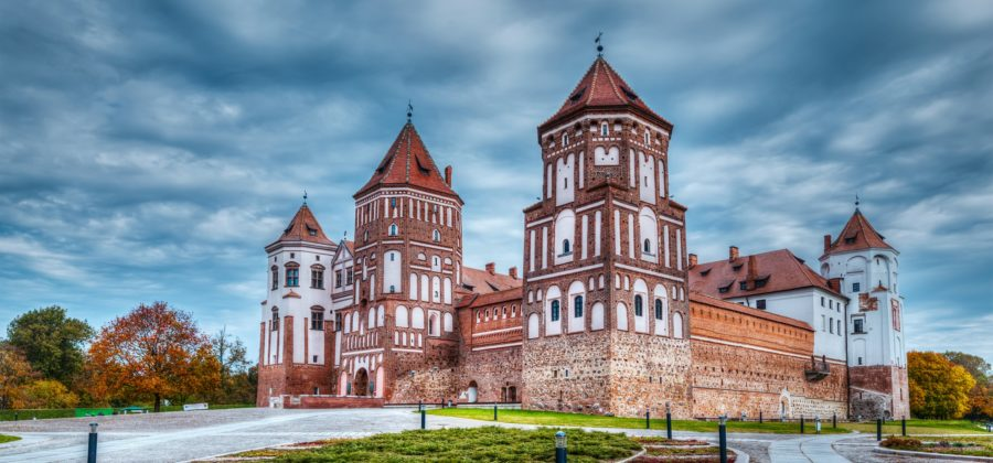 Почему россиянам достаточно просто оформить документы для эмиграции в Беларусь?